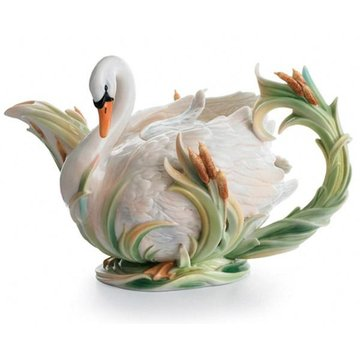 SWAN LAKE PORCELAIN TEAPOT  *DS*