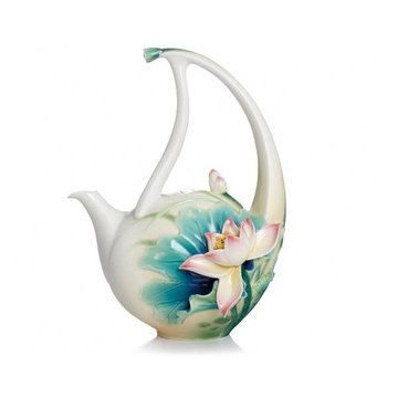 PEACEFUL LOTUS PORCELAIN TEAPOT  *DS*