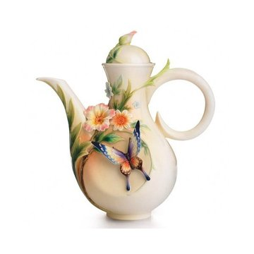 FLUTTERING BEAUTY PORC TEAPOT  *DS*