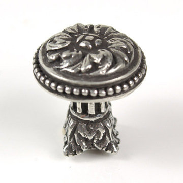 Carpe Diem Acanthus And Bead Large Knob