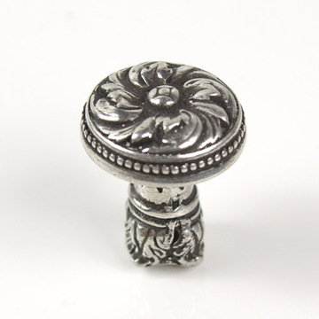 Carpe Diem Acanthus And Bead Small Knob