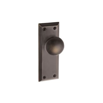 Grandeur Fifth Avenue Privacy Interior Door Set with Fifth Avenue Knob