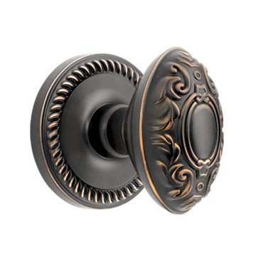 Grandeur Newport Privacy Interior Door Set With Grande Victorian Knob
